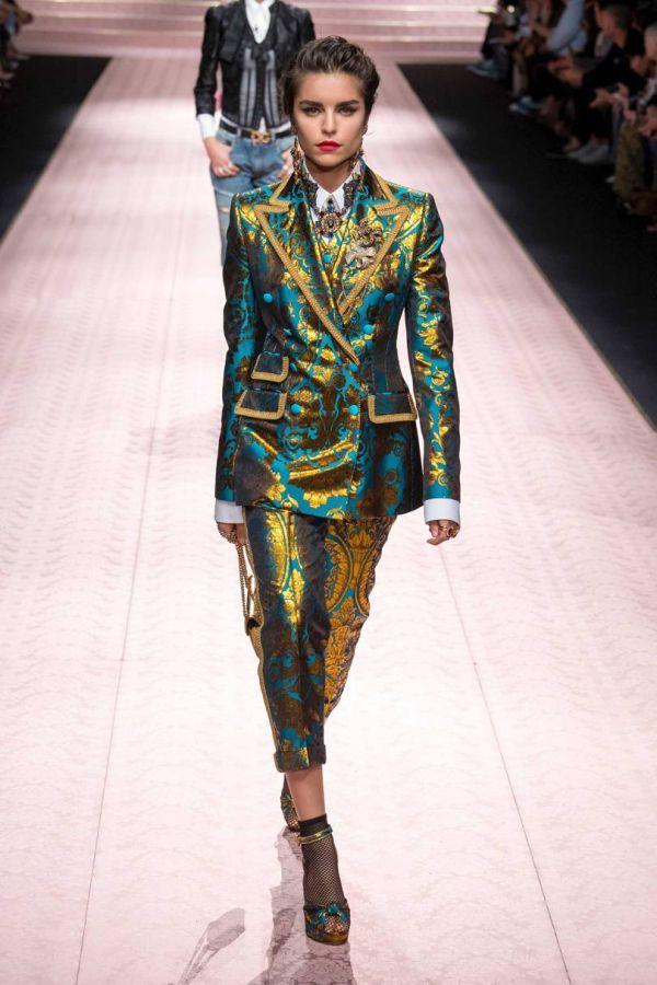 Женский костюм из коллекции Dolce Gabbana весна-лето 2019