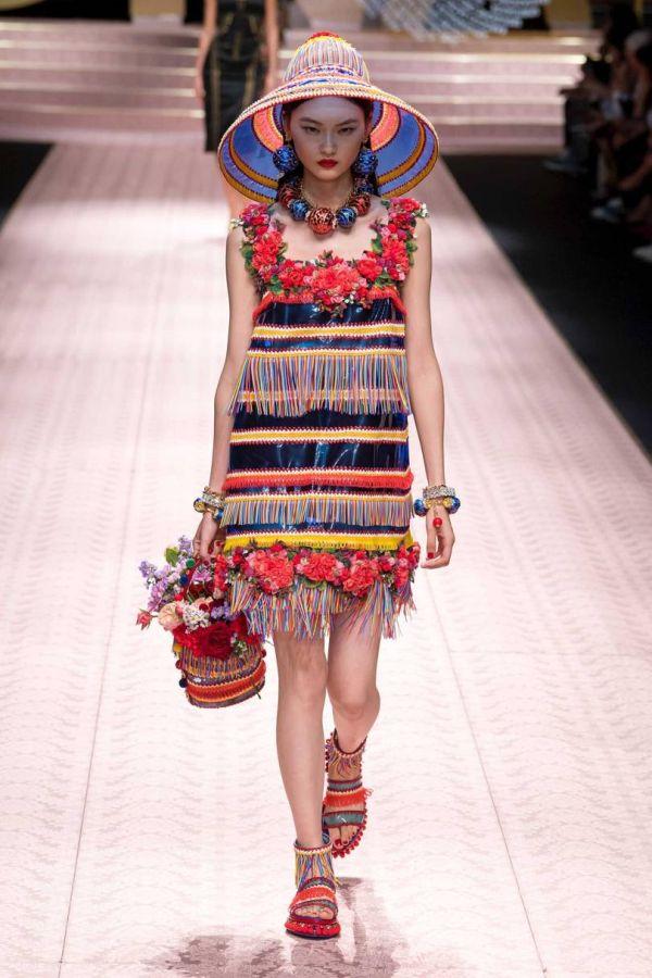 Яркий цветочный образ. Коллекция весна-лето 2019 Dolce & Gabbana