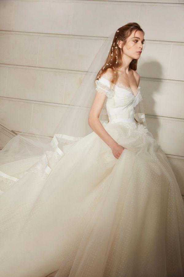 Свадебное платье с пышной юбкой. Коллекция Spring 2019 Elie Saab
