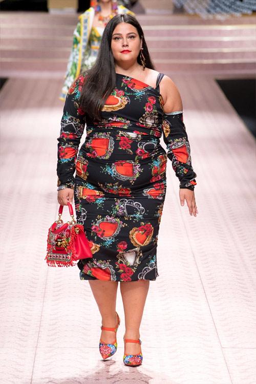 Фредерика Трояно в платье с цветочным принтом на показе коллекции Дольче Габбана весна-лето 2019