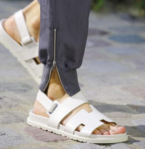 Мужские сандалии белого цвета