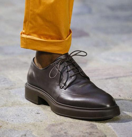 Темно-коричневые туфли