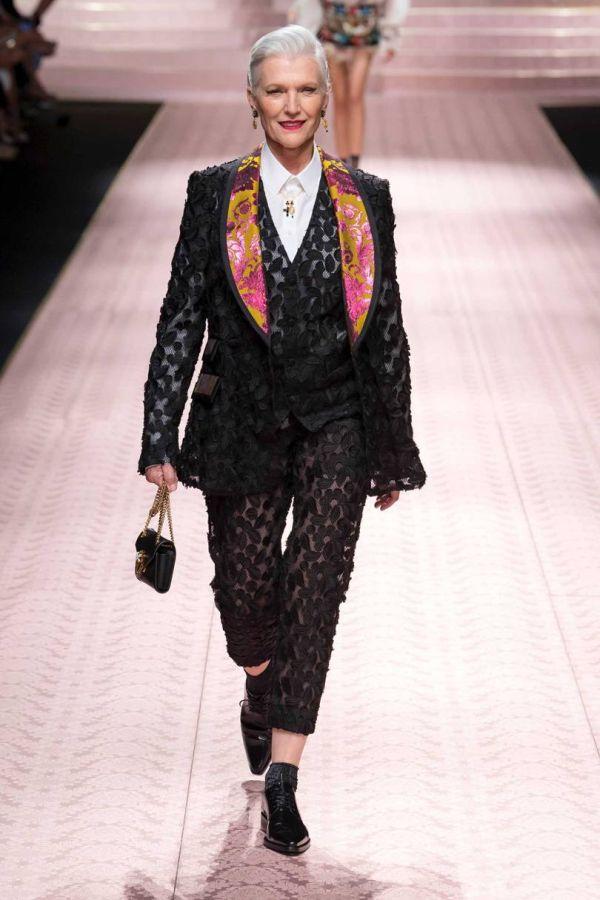 Мэй Маск в костюме D&G из коллекции весна-лето 2019