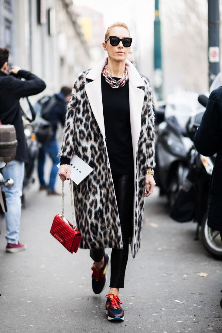 Пальто с модным леопардовым принтом