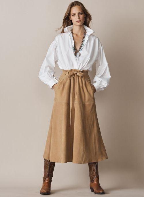 Коричневая юбка и белая рубашка