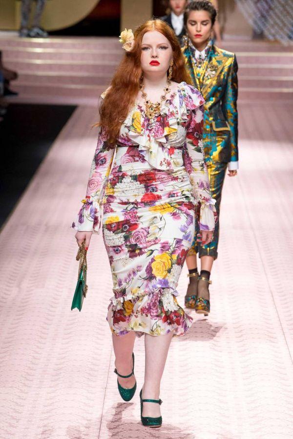 Тесс Макмиллан в платье D&G с цветочным принтом