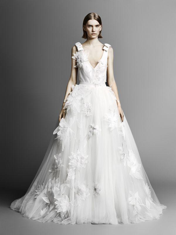 Белое свадебное платье с цветами из коллекции Viktor&Rolf весна-лето 2019