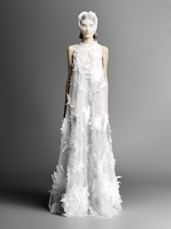 Тренд свадебной моды 2019 - платья с декором в виде цветов