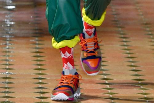 Оранжевые кроссовки White Mountaineering