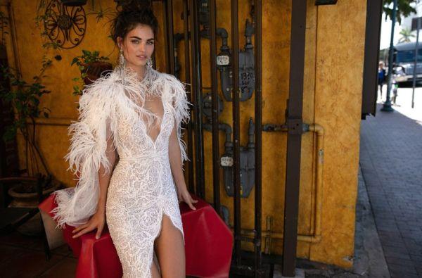 Свадебное платье с перьями Berta Bridal весна-лето 2019