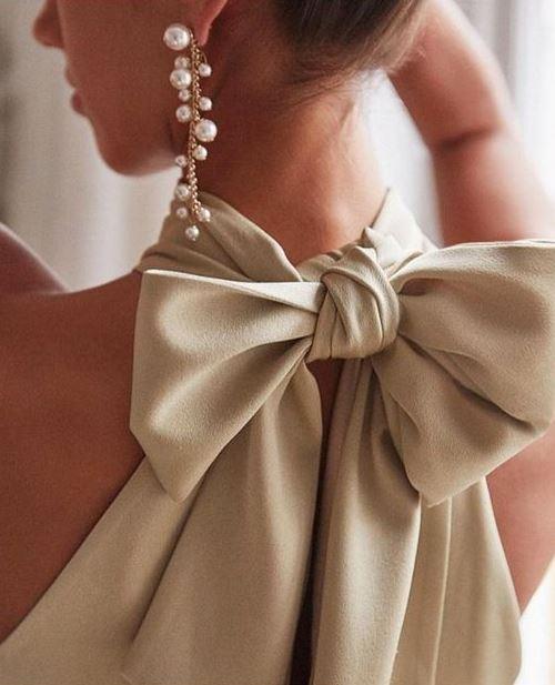 Блуза с широким бантом