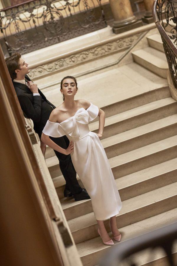 Свадебное платье с бантом спереди Carolina Herrera весна-лето 2019