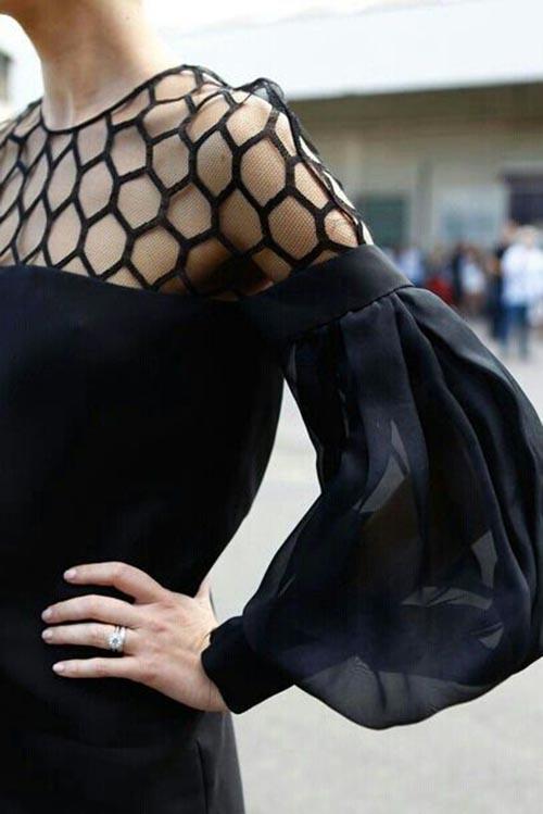 Черное платье с прозрачным рукавом