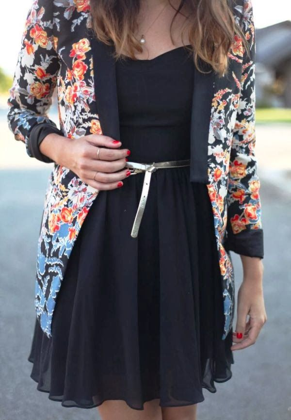 Черное шифоновое платье с цветочным жакетом