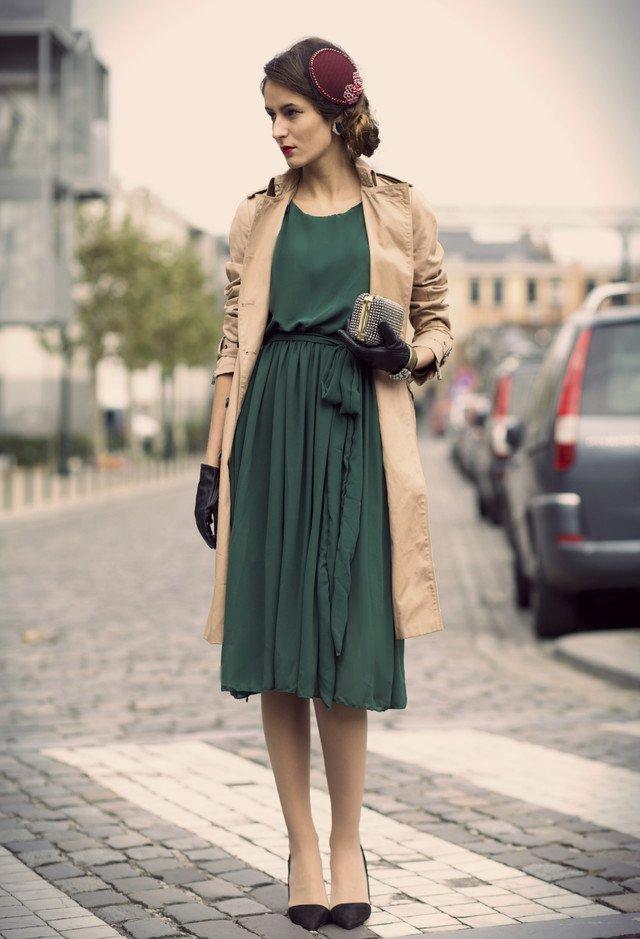 Ретро-образ с зеленым шифоновым платьем длины миди