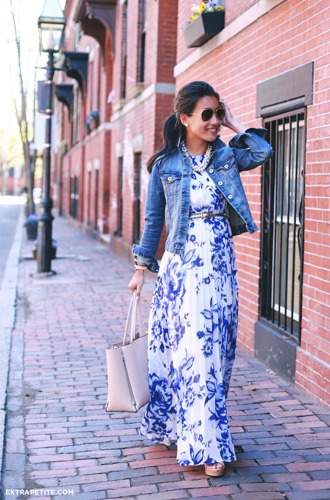 Шифоновое платье с цветочным принтом и джинсовая короткая куртка