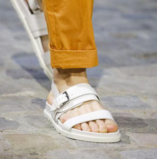 Белые мужские сандалии