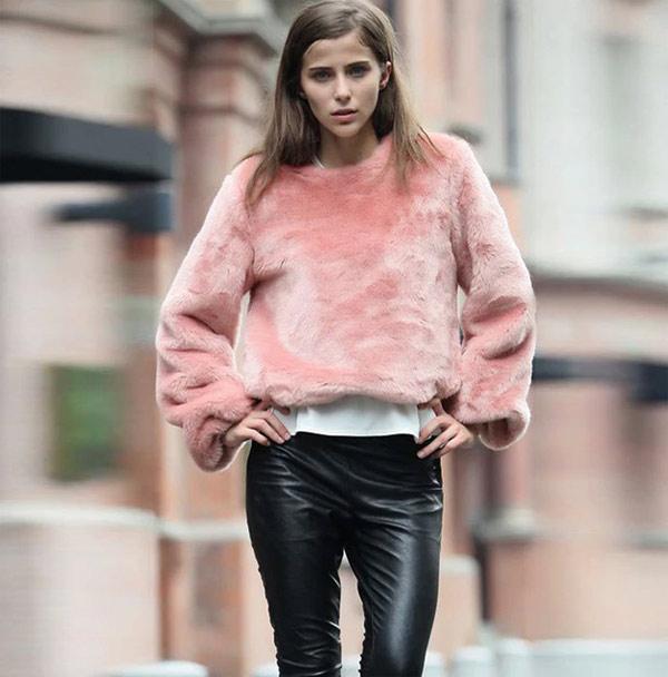 Свитер из искусственного меха - модный тренд