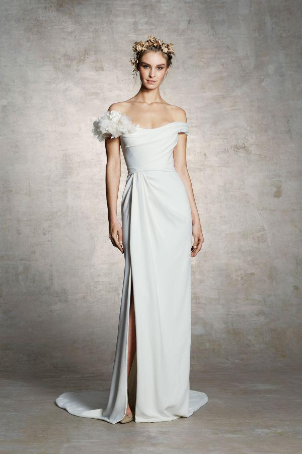 Свадебное платье с перьями из коллекции Marchesa сезона весна-лето 2019