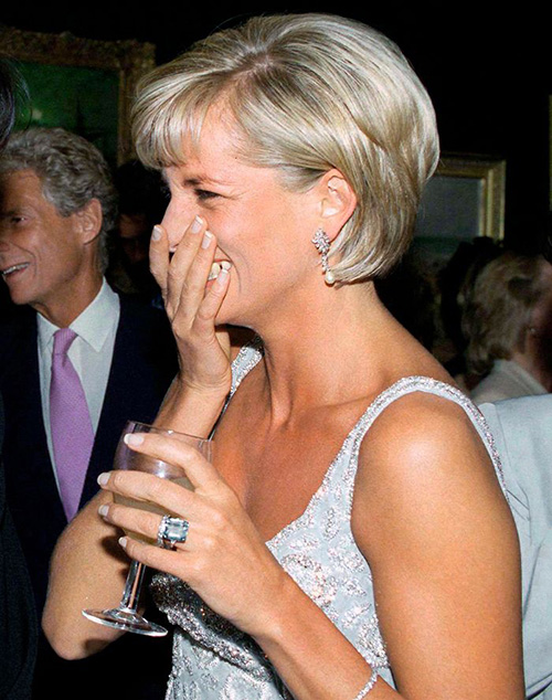 Аквамариновое кольцо принцессы Дианы