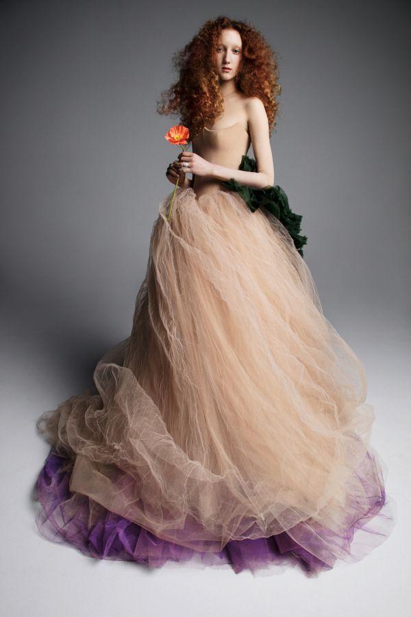 Тренд свадебных платьев 2019 - цветное платье