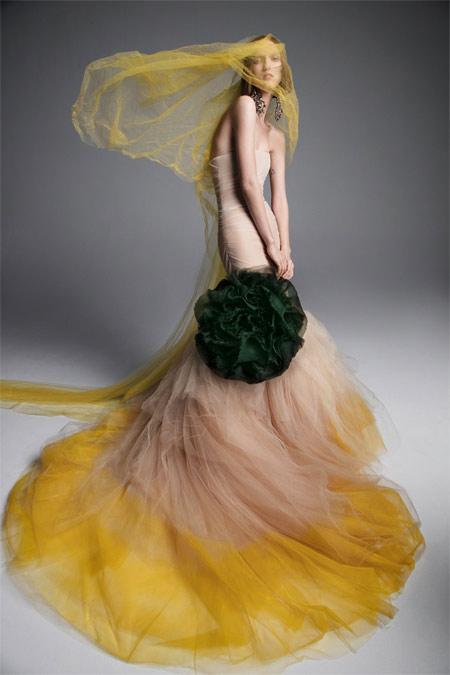 Свадебное платье пастельных оттенков из коллекции Vera Wang весна-лето 2019