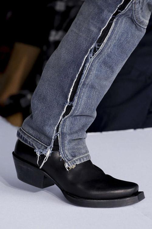 Черные туфли с узким носком