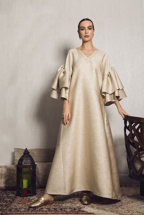 Золотистое платье оверсайз с объемными рукавами