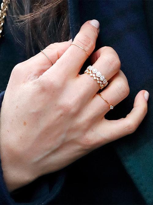 Минималистичные золотые кольца