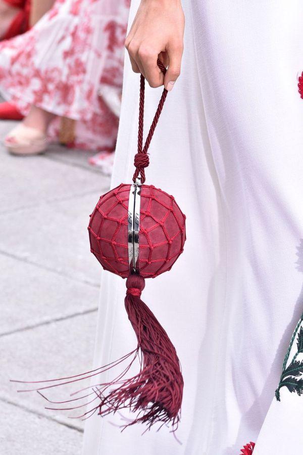 Модные сумки лето 2019 - миниатюрные модели на коротком ремешке