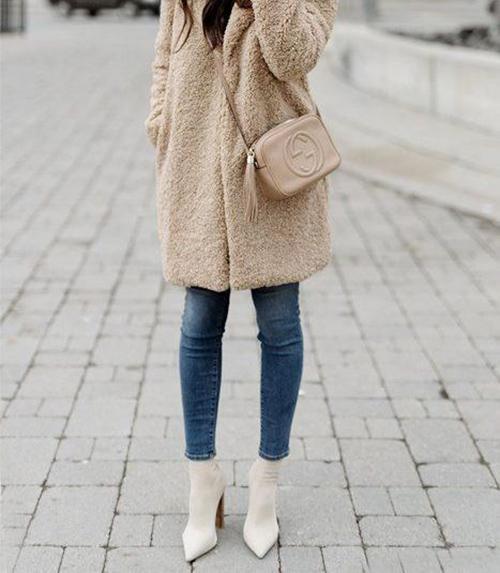 Белая осенняя обувь с бежевым верхом