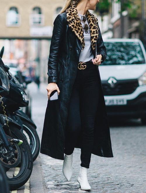 Белые ботильоны с черными джинсами и длинным пальто