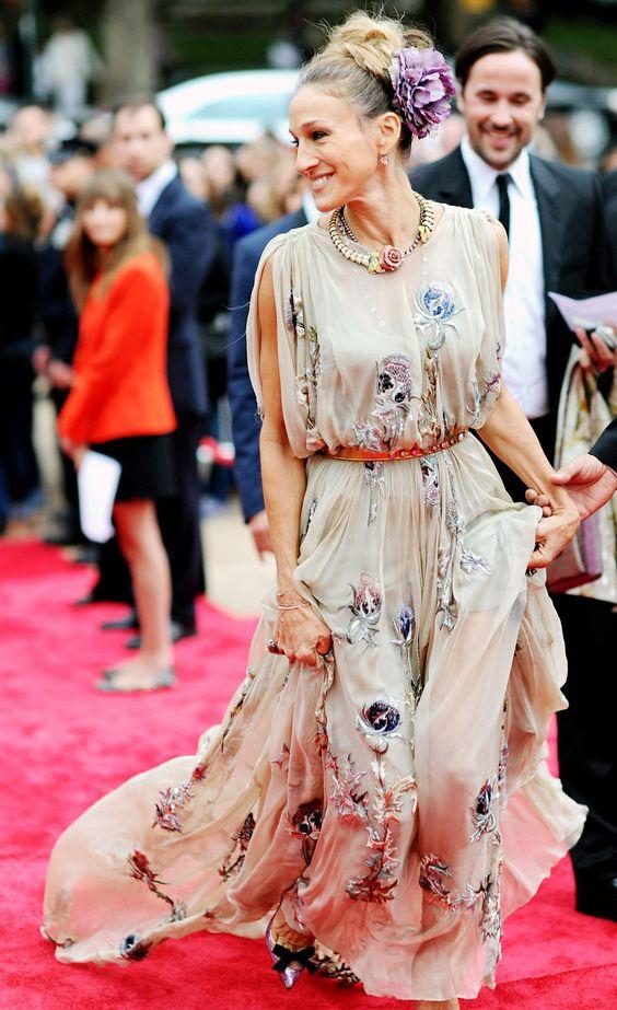 Сара Джессика Паркер в шифоновом платье с объемными цветами