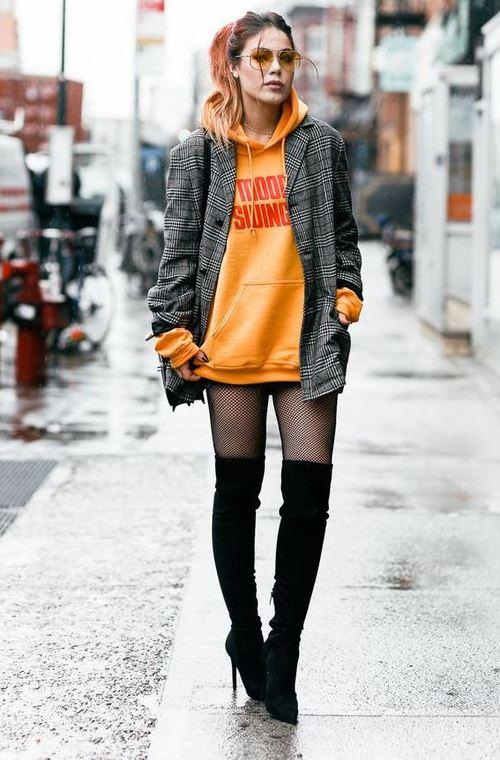 Оранжевое худи и пиджак