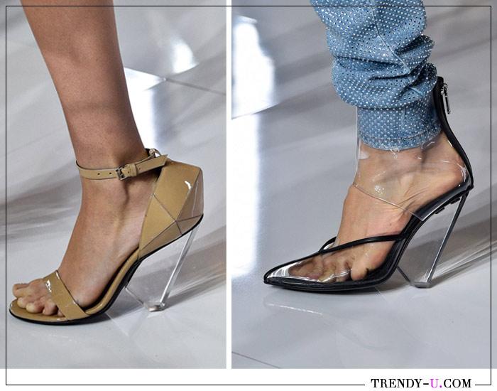 Нарядные босоножки на прозрачном каблуке из пластика Balmain для лета 2019