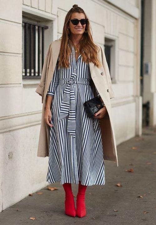 Ботильоны-носки красного цвета с платьем-миди
