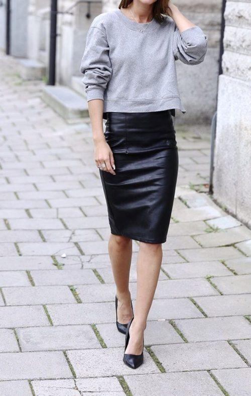 Серый свитшот и черная юбка-карандаш