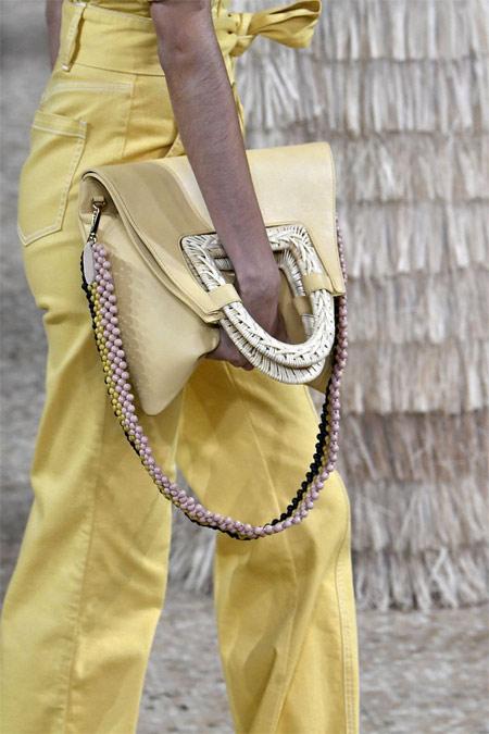 Лимонная сумка в тон с комбинезоном Ulla Johnson