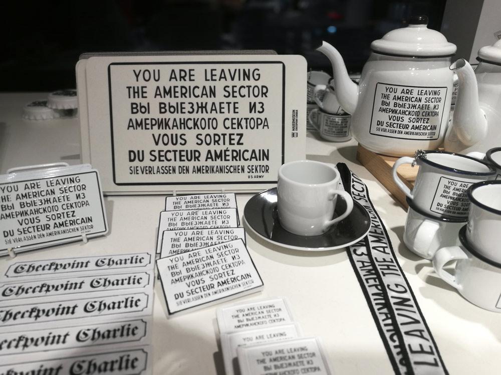 В сувенирном магазине у Чекпойнта Чарли