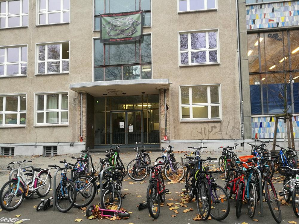 Велопаркинг под школой Берлина