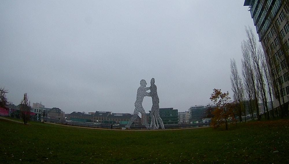 Скульптурная композиция в Берлине