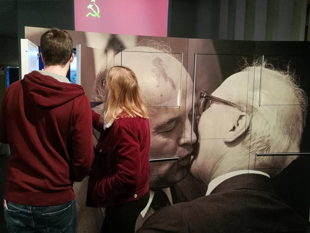 Горбачев и Хонеккер в Музее ГДР
