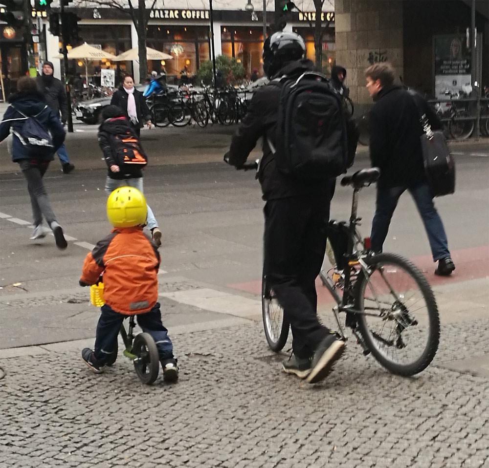 Велосипеды и люди. Берлин