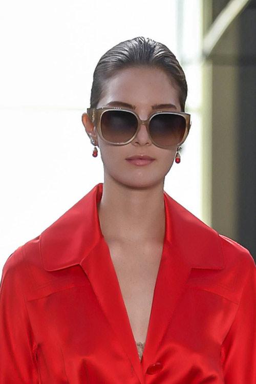 Модные солнцезащитные очки в прямоугольной оправе Burberry SS 2019