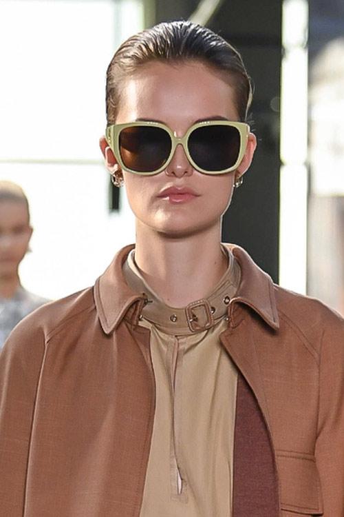 Модные солнцезащитные очки в прямоугольной оправе Burberry весна-лето 2019