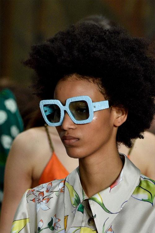 Модные очки в прямоугольной оправе от Carolina Herrera весна-лето 2019