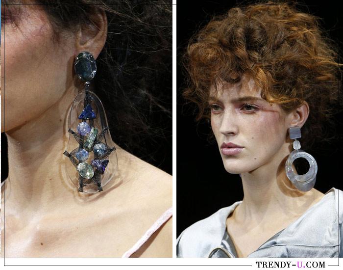 Модные серьги от Armani из пластика и металла