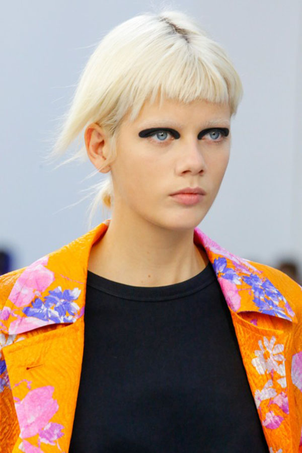 Dries van Noten: блонд с ультракороткой чёлкой