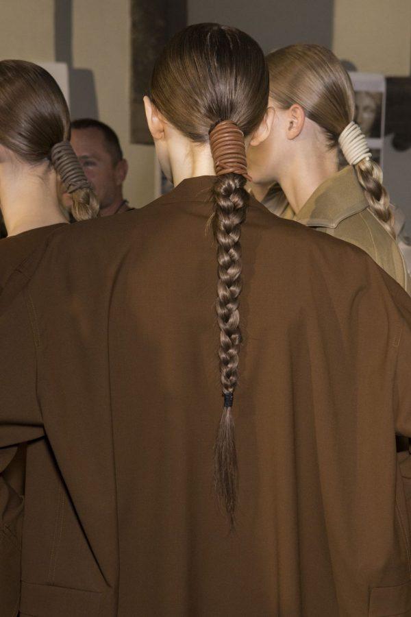 Max Mara: коса и кожаный шнурок