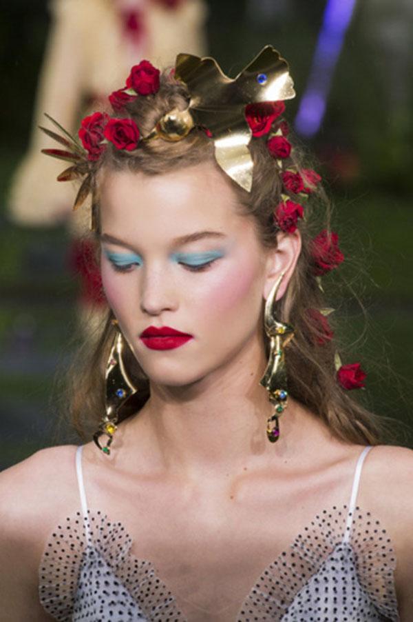 Rodarte: романтичный образ с розами в волосах